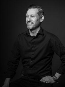 Företagsfotografering med Magnus H Johansson på Säljdriv - av fotograf Engström, företagsfotograf Linköping, Norrköping, Östergötland